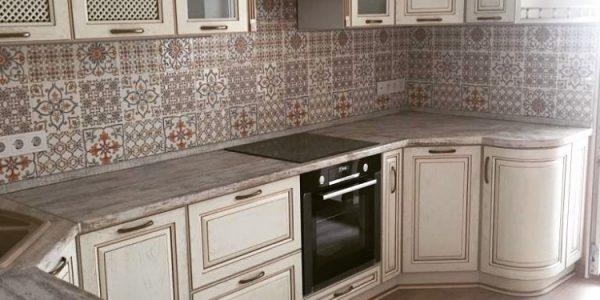 Ремонт квартиры по ул. Владимира Невского — установка мебели на кухне