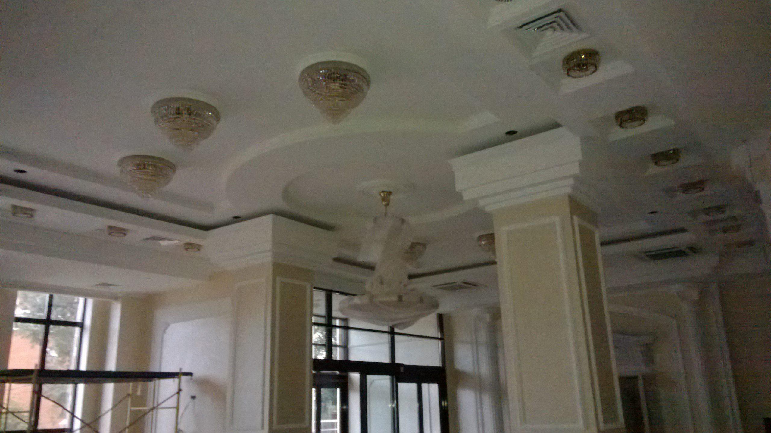 Ресторан «Апраксин» — многоуровневый потолок, монтаж светильников